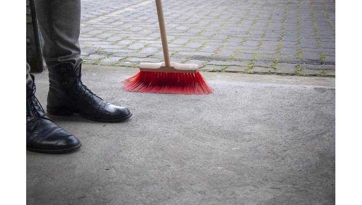 Niezbędnik sprzątania ulic i alejek