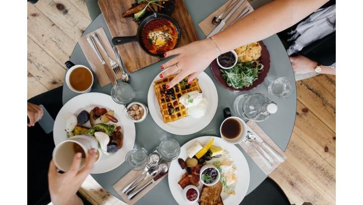 Dekoracja i praktyczna rzecz – serwetki i nakrycia stołu